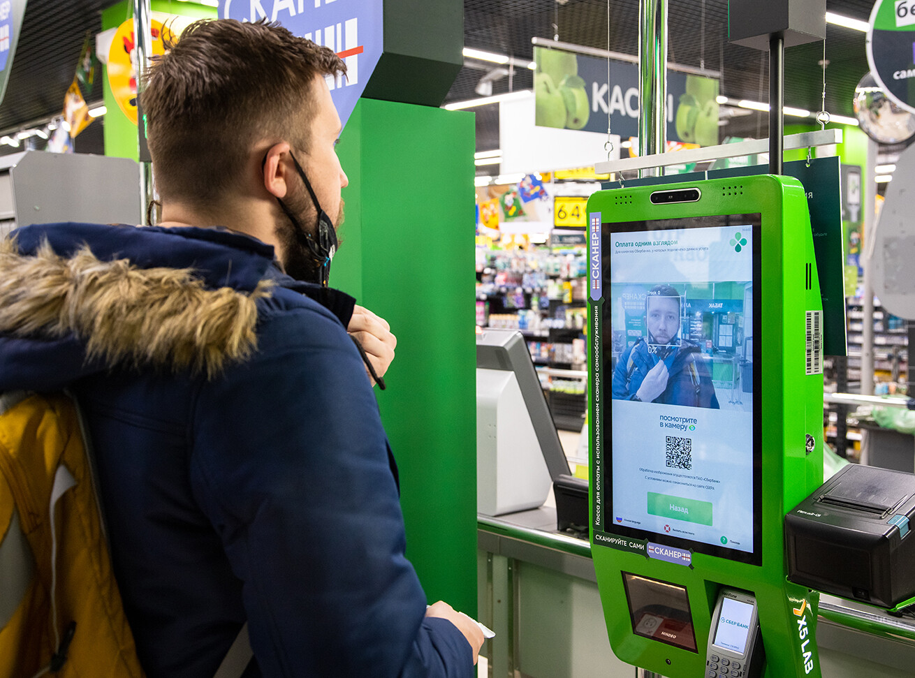 «Сбер» запускает оплату покупок при помощи биометрии